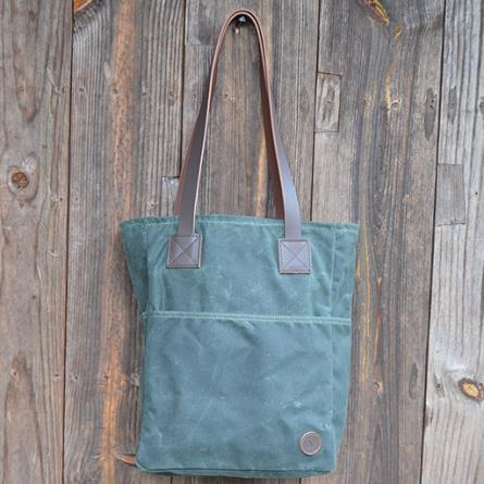 biscotti-tote-bag-in-green-waxed-canvas-with-pinstripe-cypre-445px-491px